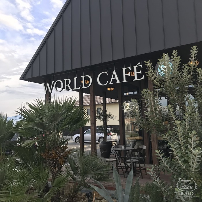 WORLD CAFE(外観)