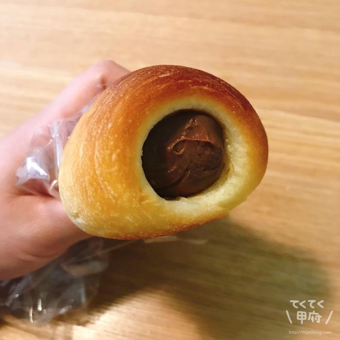 ベーカリーハチ(チョココロネ)