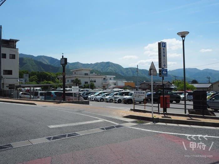 かつぬま朝市(塩山市役所駐車場)