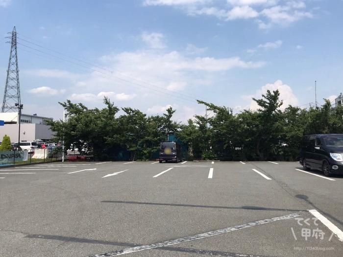 山梨県南アルプス市-ローステリアオーチャード(ROASTERIA ORCHARD)駐車場