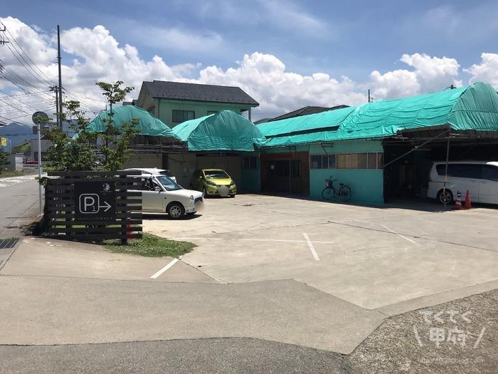 山梨-桃農家カフェ ラ・ペスカ(駐車場)