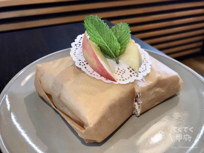 山梨-桃農家カフェ ラ・ペスカ(桃のサンドイッチ)