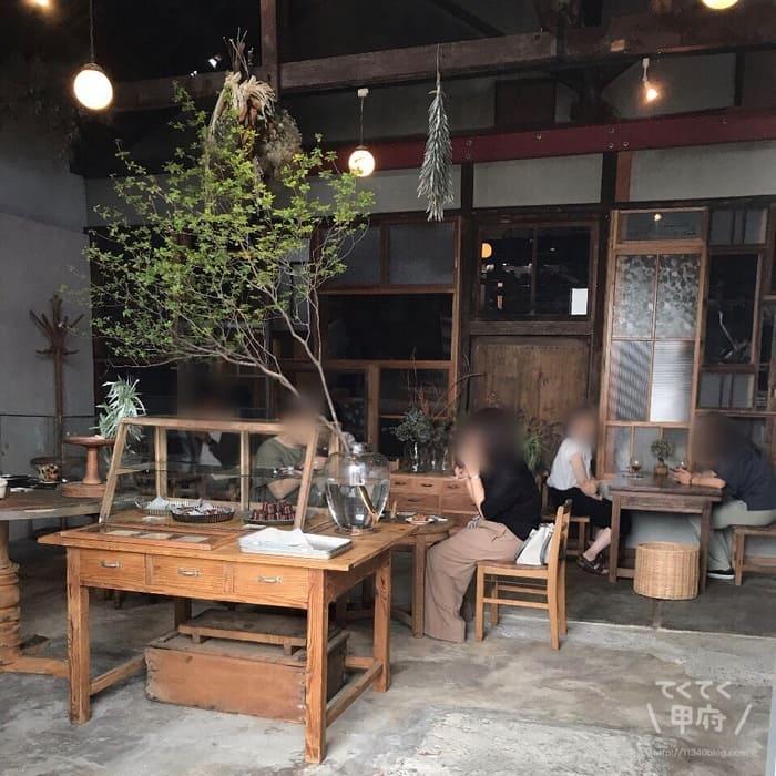 山梨県甲府市-【Tane】AKITO COFFEE(アキトコーヒー)焙煎所(店内)