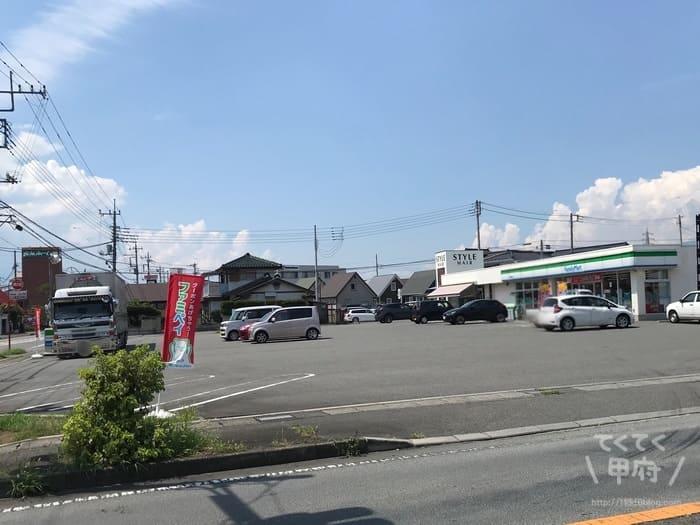 焼きたて食パン 一本堂 甲府貢川店(駐車場)