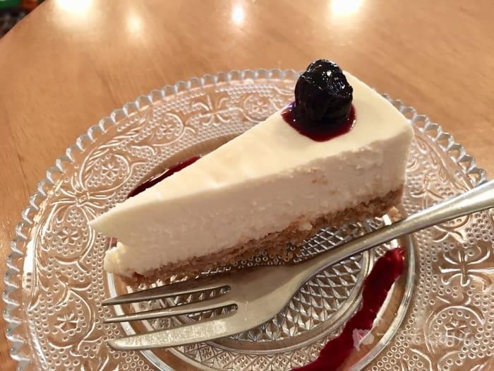 山梨県甲府市・甲府駅北口-DOux CAFE(ドゥカフェ)レアチーズケーキ