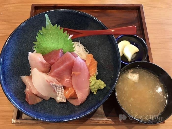 甲府市善光寺-和食海鮮ぎん(ランチの海鮮丼)