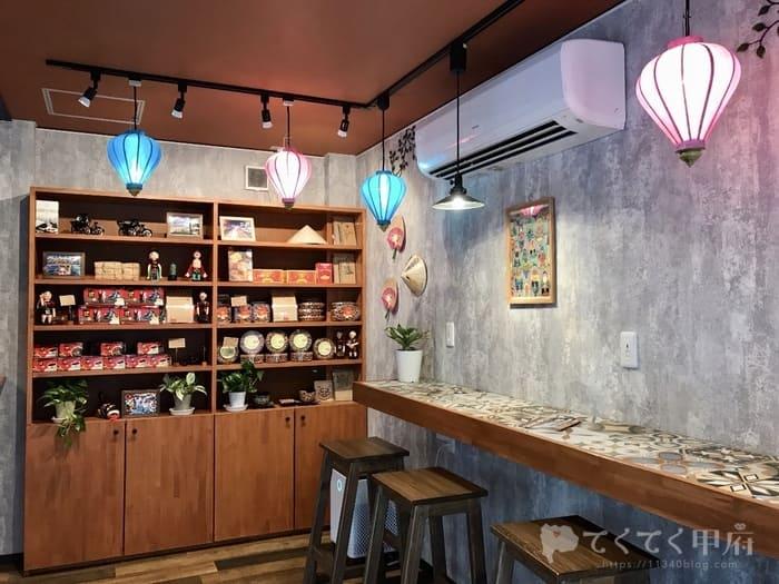 山梨県甲府市-越南茶房 笑多家(しょうたや)カラフルでアジアンな店内