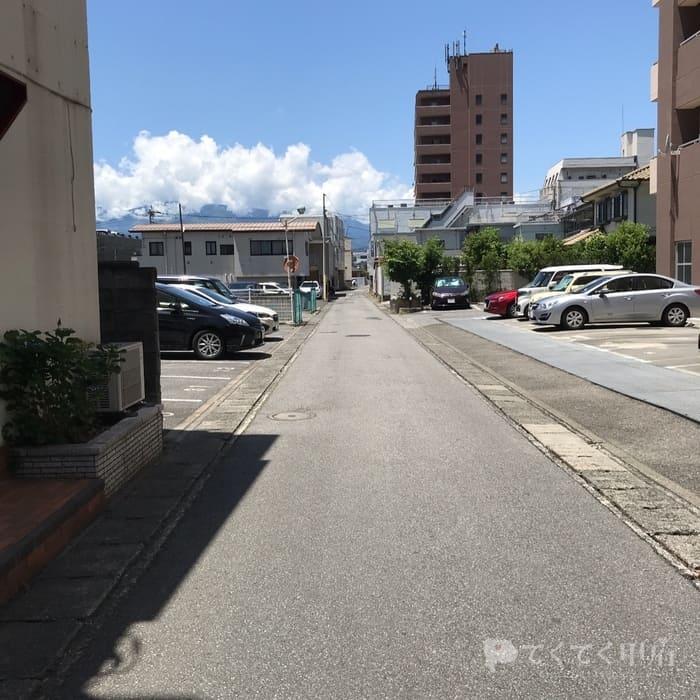山梨県甲府市-熊鰹商店(駐車場)