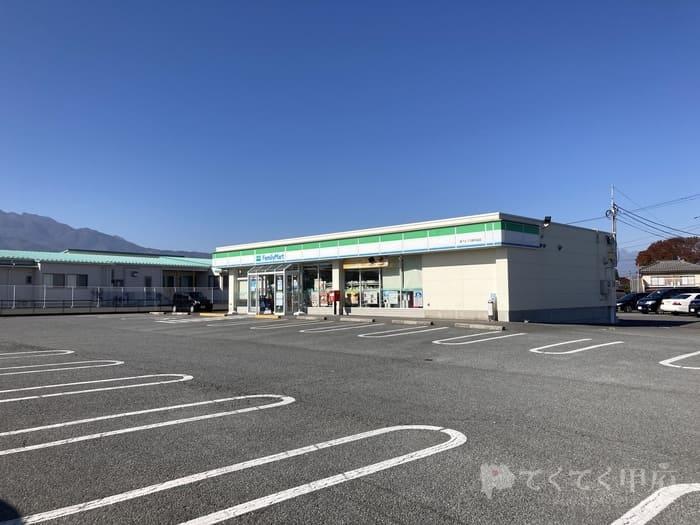 山梨県南アルプス市-こくりや(駐車スペース)